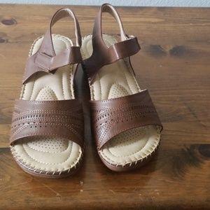 Size 11 womens brown sandal